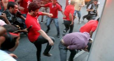 Jovem teria sido violentada por manifestantes do PT! Será verdade? (foto: Reprodução/Facebook)