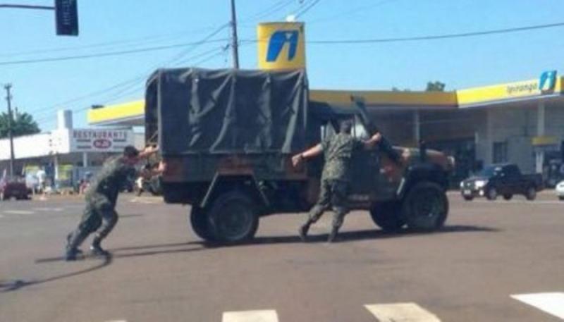 Resultado de imagem para caminhoneiros militares