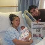 Casal mostra jornal com a noticia do filho que se chamará Facebookson! Verdadeiro ou farsa?