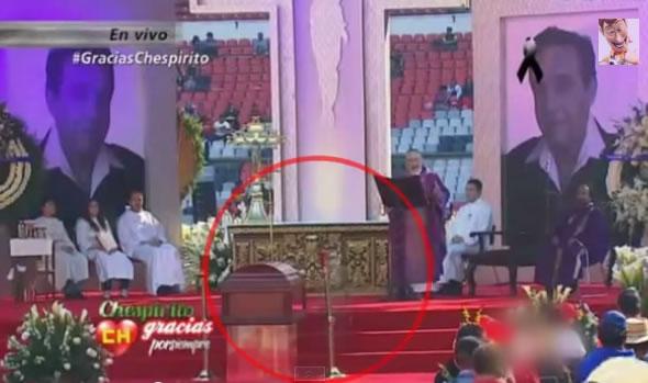 Fantasma teria aparecido durante o velório do Chespirito! Será verdade? (foto: Reprodução/YouTube)