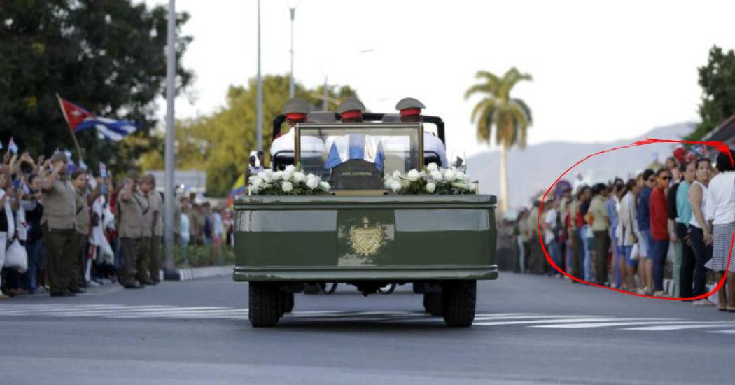 Povo protesta de costas no funeral de Fidel Castro! Será verdade? (foto: Reprodução/Facebook)