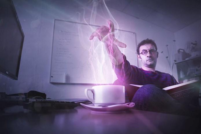 """Cientista do CERN usando """"A"""" Força para esquentar seu café!"""