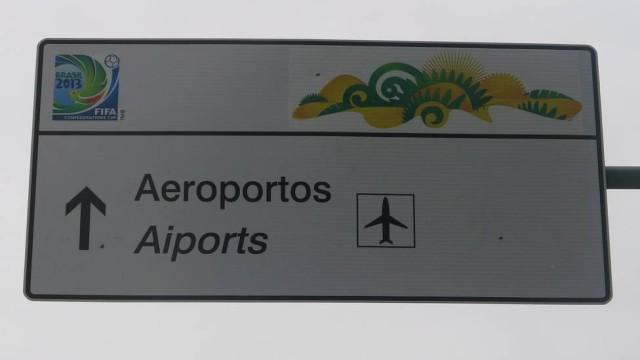 """""""Aeroportos"""" traduzida para """"Aiports"""" no Rio de Janeiro! (foto: reprodução/Facebook)"""