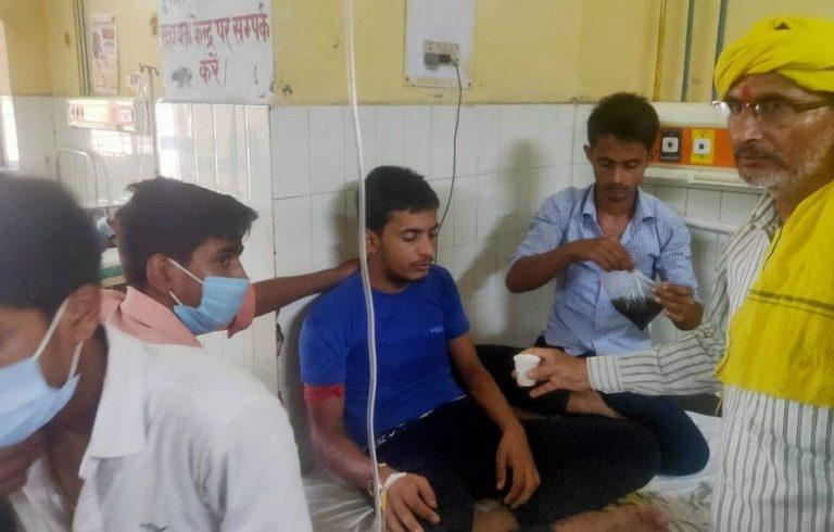 Será verdade que uma cobra perseguiu e picou 8 vezes um jovem na Índia?