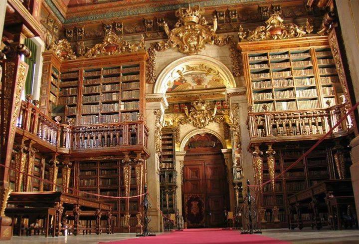 Biblioteca da Universidade de Indiana estaria afundando a cada ano por causa do peso extra dos livros, que não havia sido previsto no projeto! Verdadeiro ou falso? (foto: Reprodução/Facebook)