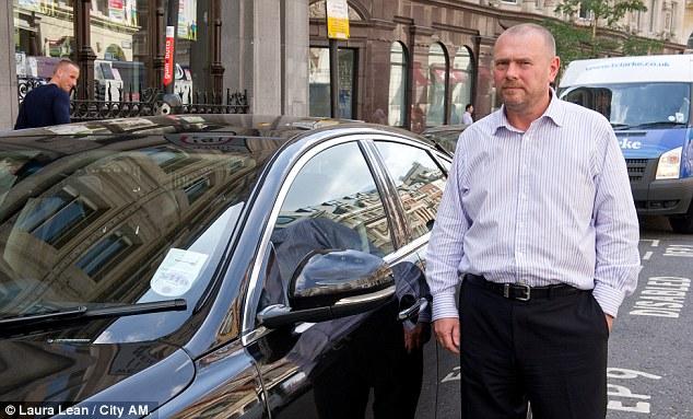 Empresário teria ficado com carro derretido por causa de reflexo de prédio! Verdadeiro ou falso? (foto: Reprodução/Facebook)