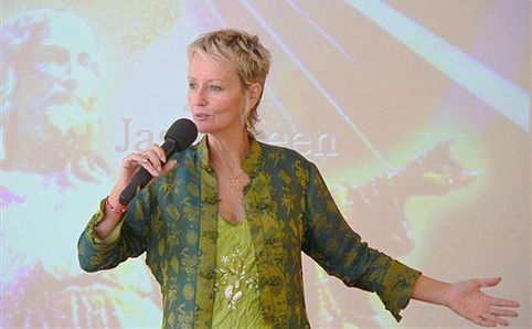 """Ellen """"Jasmuheen"""" Greve em uma de suas palestras! (foto: Divulgação)"""