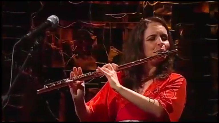 Apresentação musical mostra a juíza Gabriela Hardt tocando flauta! Será verdade?