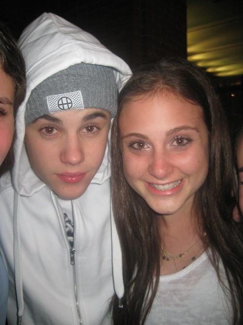 Na sequencia, fã de Justin Bieber aparece sorrindo!