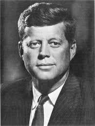 Kennedy viveu 100 anos depois de Lincoln e texto o compara os dois!