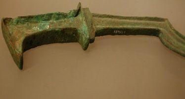 Uma das espadas que teriam sido encontradas confirmaria que a travessia do Mar Vermelho ocorreu de verdade! Será verdade? (foto: Reprodução/Facebook)