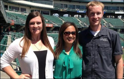 A repórter Zara Arboleda junto com Kelly Henderson e seu amigo Daniel! (foto: Divulgação)