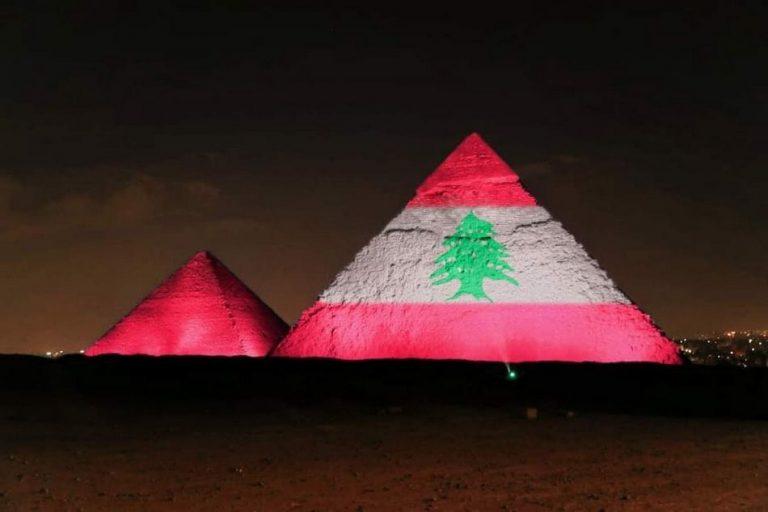 Bandeira do Líbano foi projetada nas Pirâmides do Egito em solidariedade às vítimas em Beirute?