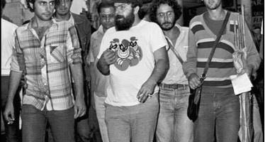 Lula usando a irônica camiseta dos Irmãos Metralha! Será verdade? (foto: Reprodução/Facebook)