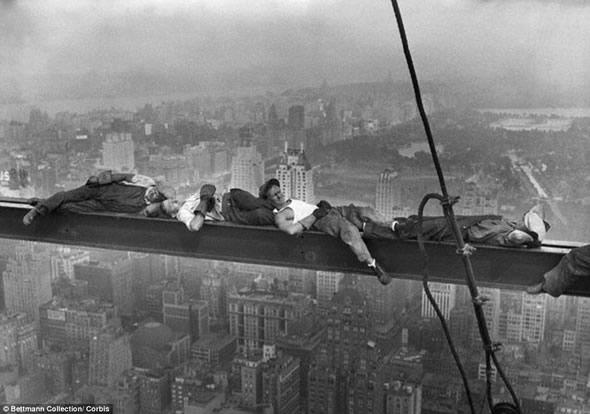 Lunch Time - Trabalhadores deitados!