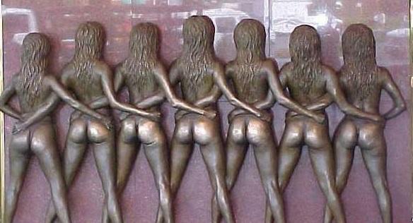 Escultura construída para ser afixada na entrada do memorial do funk! Será verdade? (foto: Reprodução/Facebook)