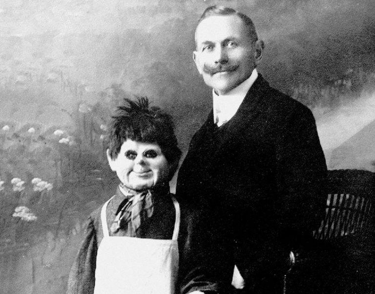Será verdade que um ventríloquo utilizava o corpo de uma criança como boneco?