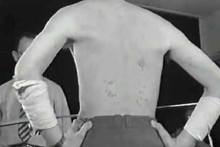 Cicatrizes por onde eram introduzidas as espadas em Mirin Dajo (foto: Reprodução/YouTube)