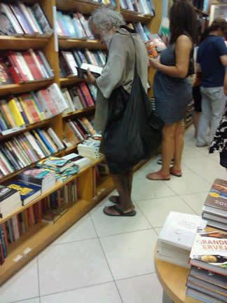 Morador de rua na livraria!