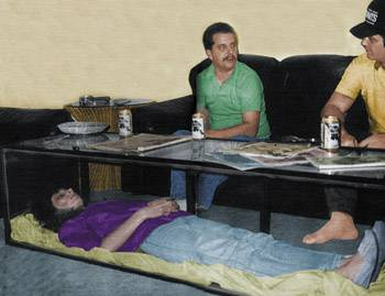 Homem que mantinha a esposa morta na sala era falsa!