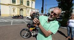 Inventor da cidade de Itu teria criado uma moto que funciona apenas com água! Será? (foto: Reprodução/Jornal Cruzeiro/Aldo V. Silva)