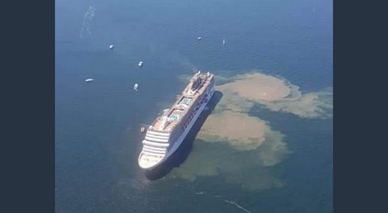 Uma fotografia mostra dejetos humanos sendo lançados no mar por um navio de cruzeiro?