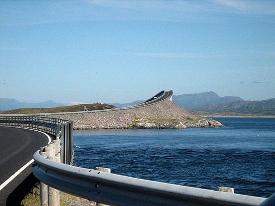 Ponte na Noruega vista de outro angulo!