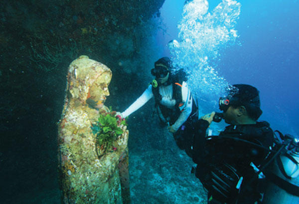 Deterioração da estátua após 3 anos embaixo d'água! (foto:)
