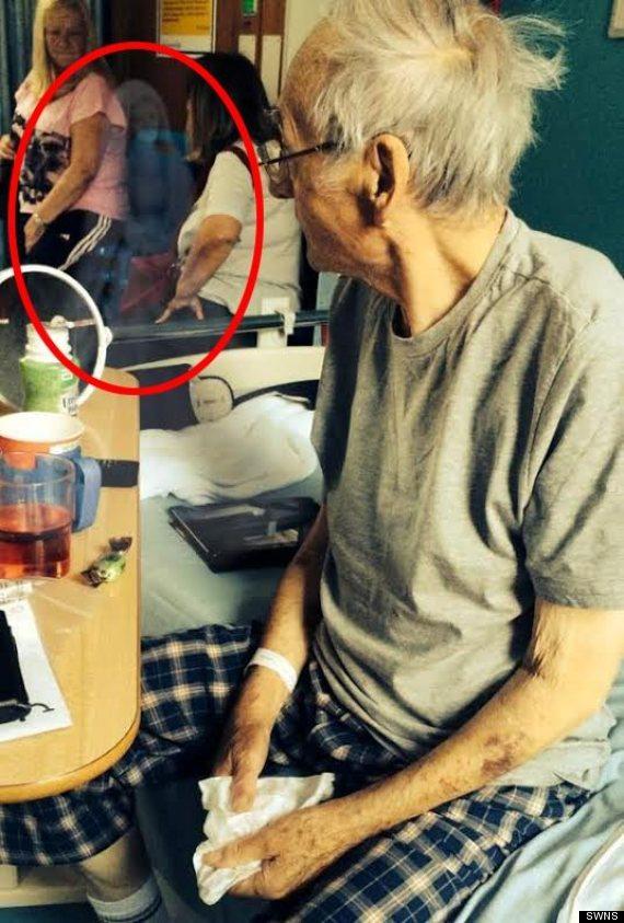 Foto completa do velhinho em seu leiot de morte! (foto: Reprodução/Facebook)