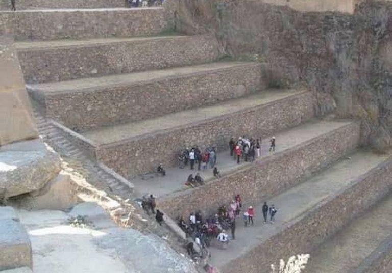 Foto mostra uma escada com imensos degraus em Ollantaytambo, no Peru?