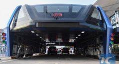 China inaugura o primeiro ônibus elevado do mundo! Será verdade? (foto: Divulgação)