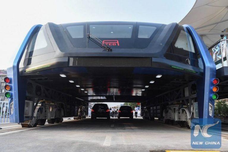 China inaugura ônibus elevado! Será verdade?