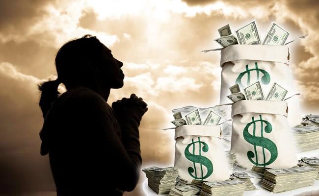 Pastora no WhatsApp cobra 1500 reais por oração?