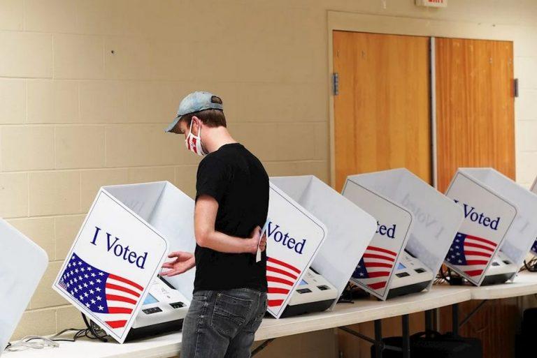 Dois homens foram presos por tentar fraudar 8 mil votos nas eleições dos EUA?