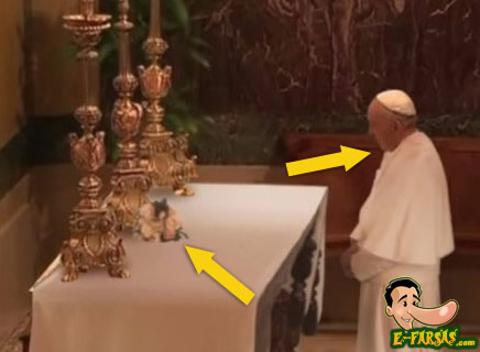 Perceba que as flores e a cabeça do papa estão diferentes do resto da cena!