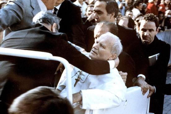 Papa momento após sofrer o atentado!
