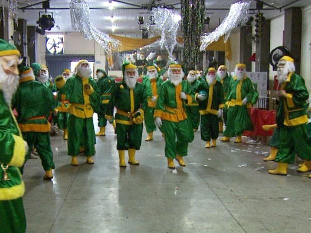 Shoppings estariam contratando aomente Papai Noel verde e amarelo em protesto contra o PT! Será verdade? (foto: Reprodução/Facebook)