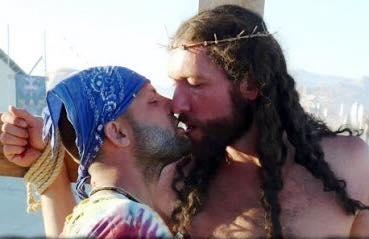 Essa imagem faz parte de um documentário de língua inglesa e nada tem a ver com a Parada Gay brasileira!