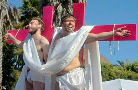 Concurso promovido anualmente por um grupo assistencial em São Franscisco escolhe o sósia de Cristo!