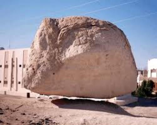 A verdade sobre o milagre da pedra flutuante da Arábia Saudita!