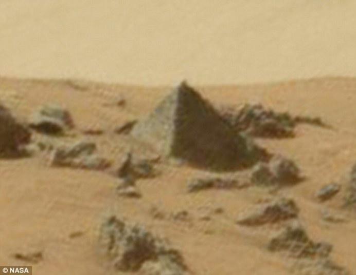 Pirâmide é encontrada em Marte! Será verdade?