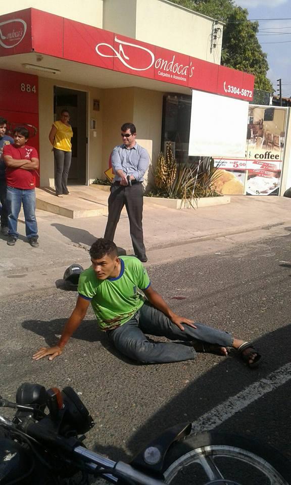 Promotor imobiliza um dos meliantes durante tentativa frustrada de asalto em Piauí! (Foto: Jonas Souza)