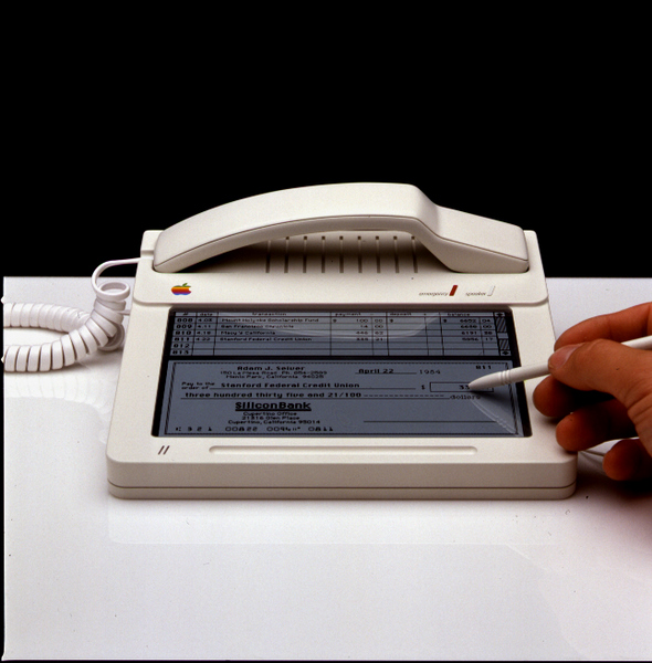 Uma das imagens que mostram um protótipo do primeiro iPhone da Apple! Verdadeiro ou falso? (foto: Reprodução)