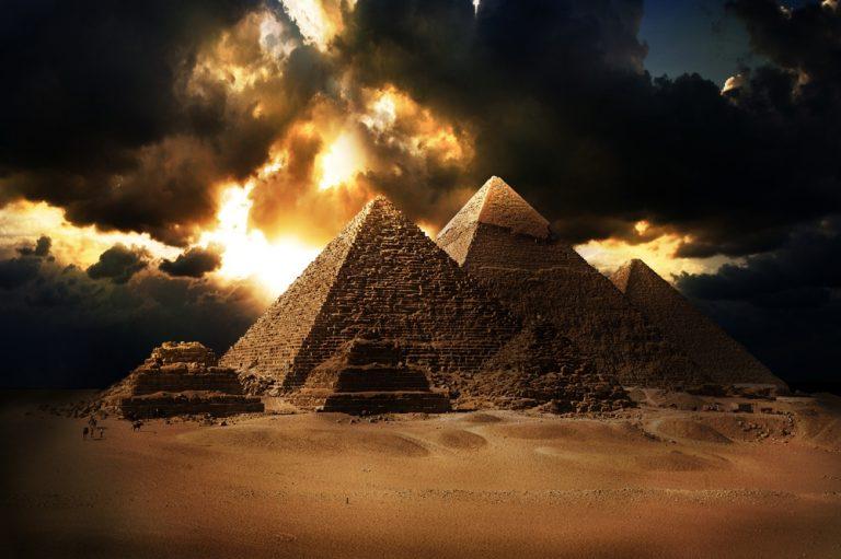 As coordenadas geográficas da Grande Pirâmide de Gizé são exatamente iguais a velocidade da luz?