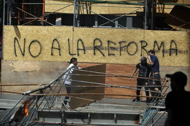 """Os argentinos gritaram """"Isto aqui não é o Brasil"""" nas ruas contra a reforma previdenciária?"""