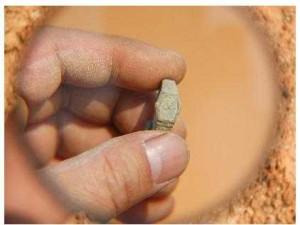 """Relógio """"moderno"""" teria sido encontrado dentro de tumba de 400 anos! Será? (foto: Reprodução/Facebook)"""