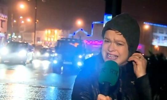 Repórter é atingida por uma placa ao vivo durante furacão! Será?