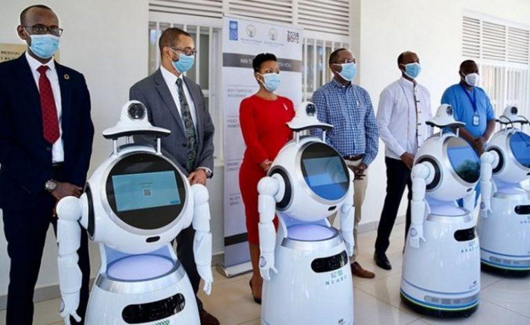 Ruanda foi o primeiro país do mundo a usar robôs para testagem em massa da COVID-19?