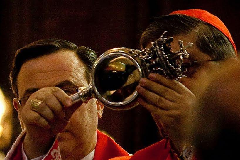 Conteúdo que seria o sangue de São Januário guardado pela Igreja se liquefaz duas vezes por ano! (foto: Divulgação)