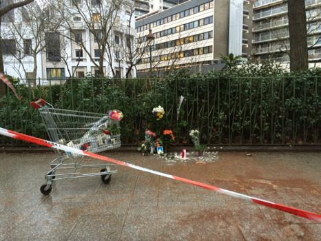 Local da morte do policial  após a descontaminação! (foto: Reprodução/Twitter)